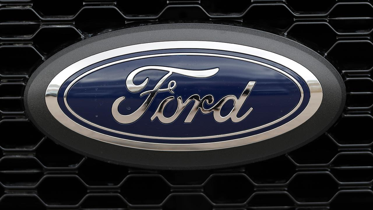 Fox Business Briefs: Growing number of Ford Explorer owners have filed complaints about possible carbon monoxide leaks; new survey shows that fewer Americans are using social media.