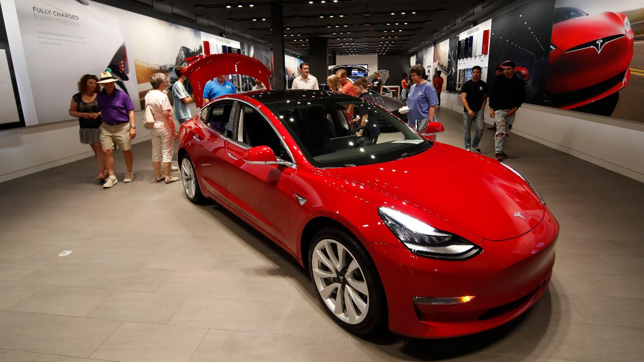 Tech analyst Ian Wishingrad on concerns over the outlook for Tesla.