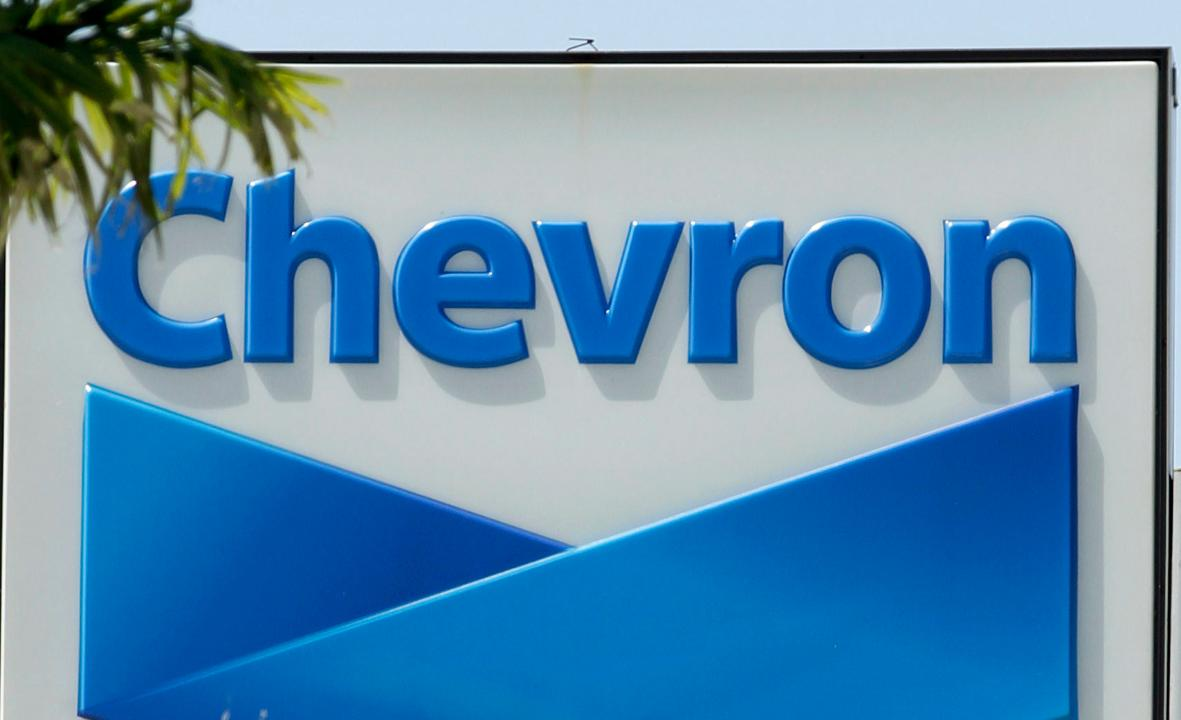 Jon Hilsenrath of the Wall Street Journal discusses the Chevron-Anadarko deal and his outlook for bank earnings
