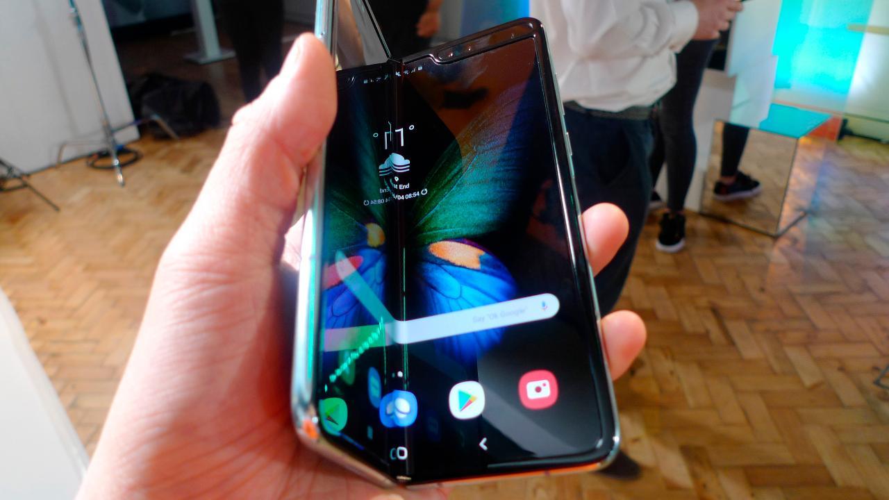 Digital Trends Mobile Editor Julian Chokkattu on breaks down the features in Samsung's new foldable phone.