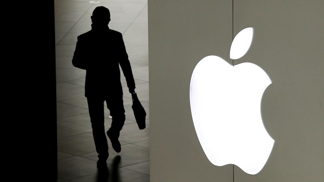 FBN's Liz Claman and Kristina Partsinevelos discuss how Apple and Qualcomm settled their royalty dispute.