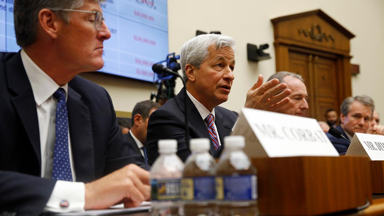 Odeon Capital Group financial strategist Dick Bove says the House hearing was a grand slam for the big banks and that the Federal Reserve will most likely cut rates in 2019.