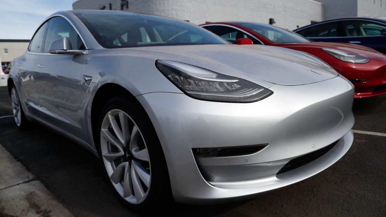 FBN's Charlie Gasparino on mounting concerns over Tesla's finances.