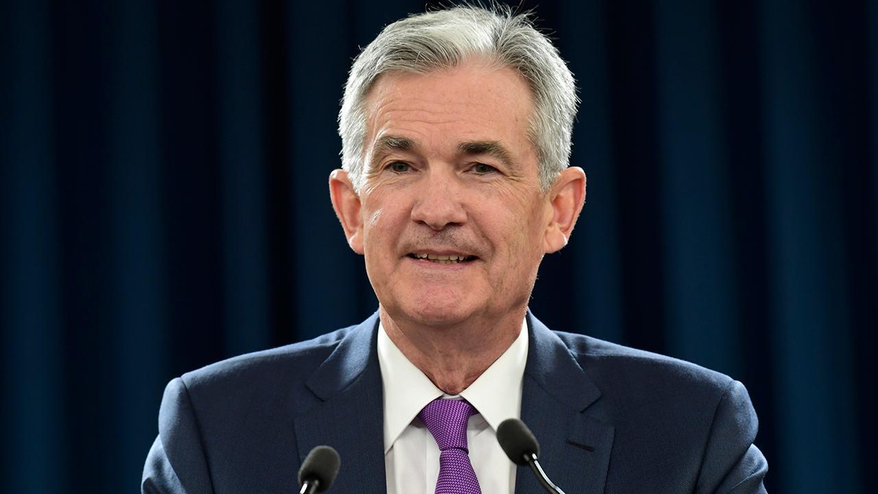 Berkshire Hathaway CEO Warren Buffett told FOX Business' Liz Claman that he supports Federal Reserve Chairman Jerome Powell.