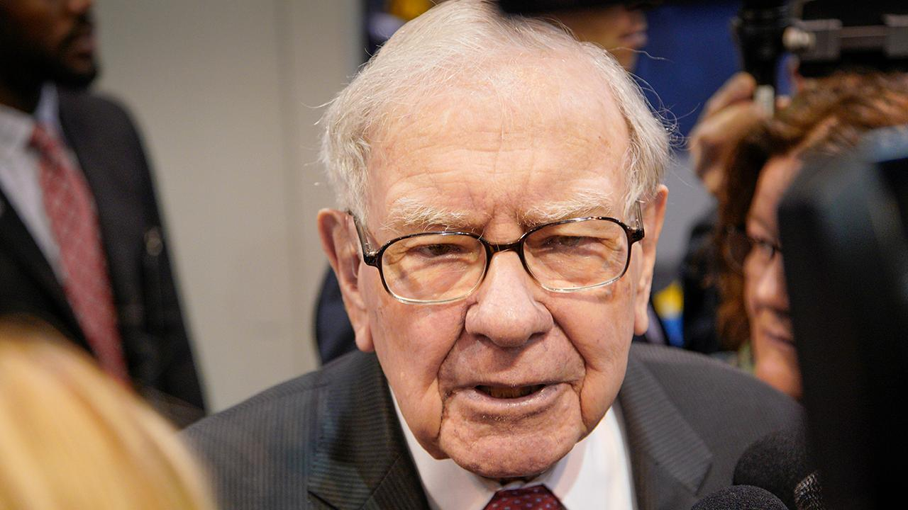 Berkshire Hathaway CEO Warren Buffett told FOX Business' Liz Claman that it's unlikely that former Starbucks CEO Howard Schultz would be able to get 270 electoral votes.