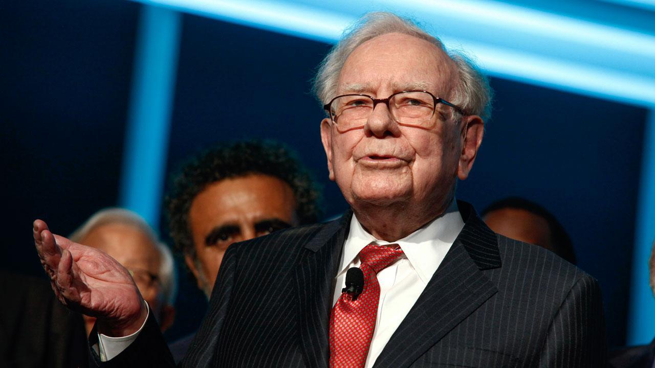 FBN's Liz Claman talks to billionaire Warren Buffett about Berkshire Hathaway's massive cash pile.