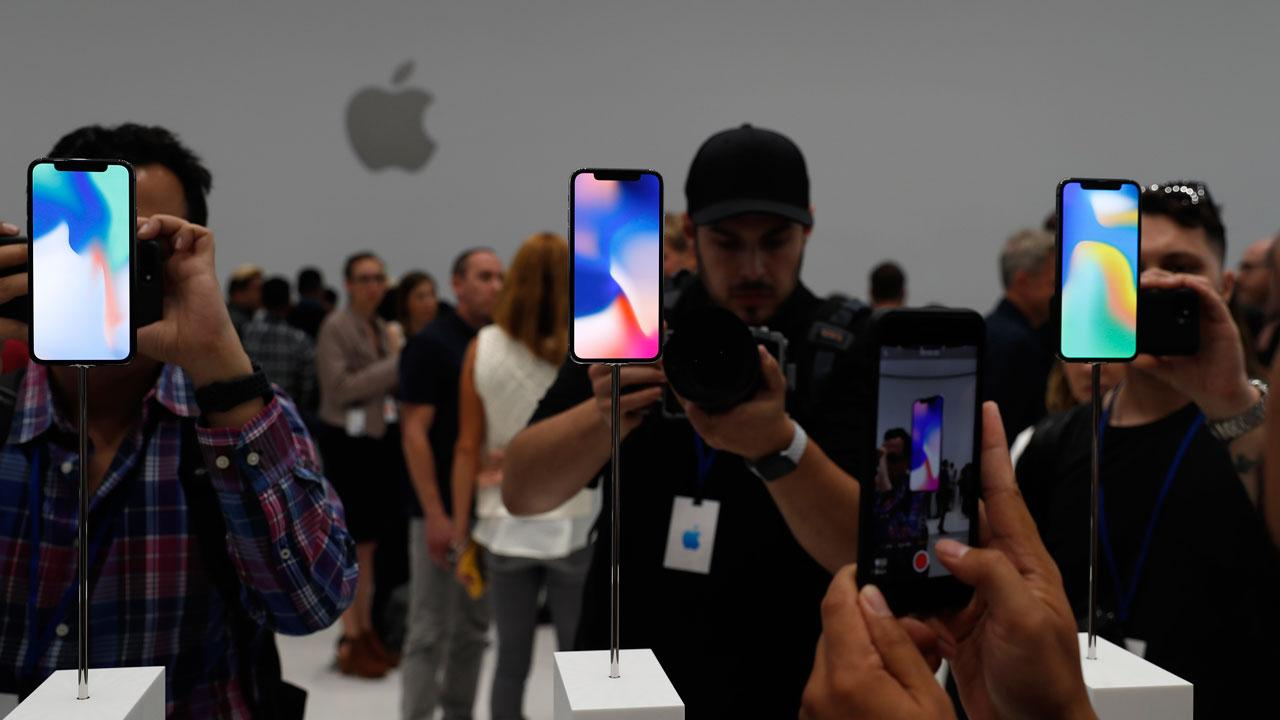 Stanford School of Business lecturer Dave Dodson on reports Apple is considering moving some manufacturing out of China.