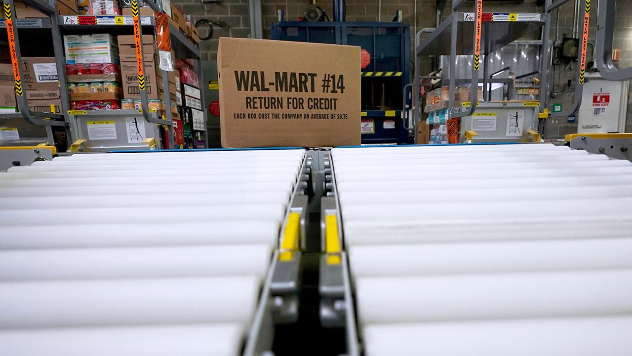 Walmart will begin to deliver groceries inside customers' homes soon. FBN's Cheryl Casone with more.