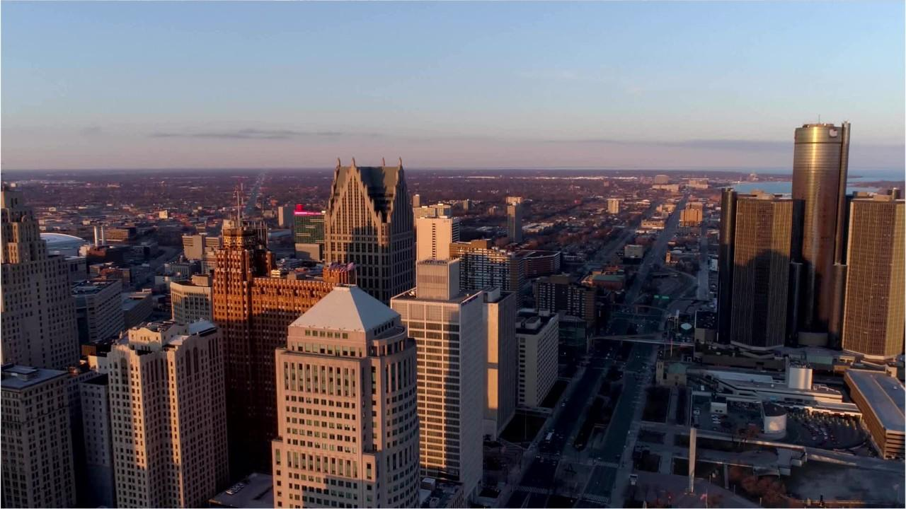 How does Detroit's economy compare to the rest of the nation?