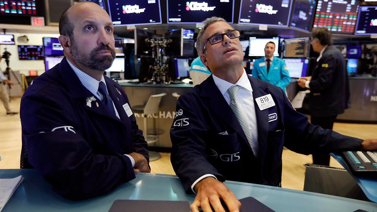 Dow Jones plunges 800 points amid recession fears