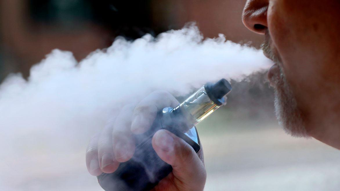 NYU Langone professor of medicine Dr. Marc Siegel discusses vaping-related injuries and e-cigarettes' positive uses.