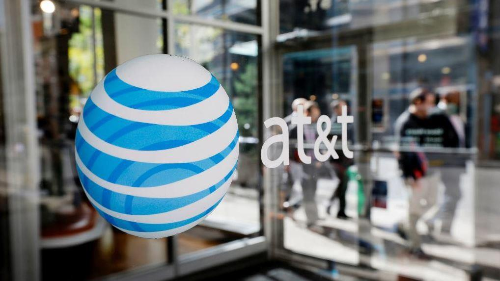 Baird PWM Market Strategist Michael Antonelli and Gibbs Wealth Management President Erin Gibbs evaluate the future of AT&T stocks following Elliott Management's takeover.