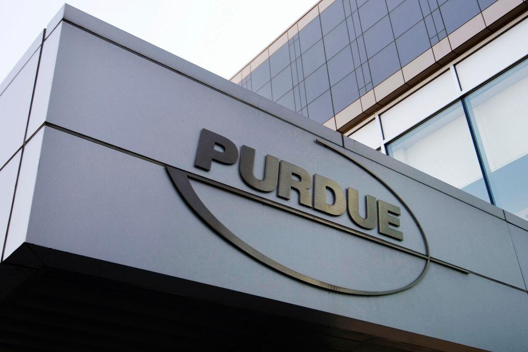 Purdue Pharma, Sacklers ask judge to freeze lawsuits against company