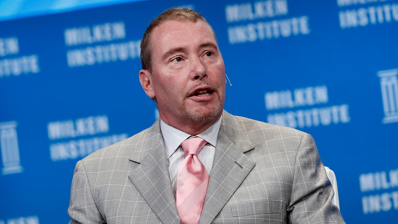 Billionaire bonds fund manager Jeffrey Gundlach spoke with FOX Business about what he thinks will happen with Sen. Elizabeth Warren and Sen. Bernie Sanders as well as the impeachment inquiry into President Trump.