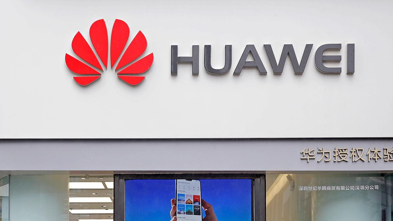 Huawei Senior Vice President Vincent Pang tells FOX Business in an exclusive interview on Huawei working with companies in the U.S. and America's allies. Then, Lifewire.com editor-in-chief Lance Ulanoff analyzes what this means.