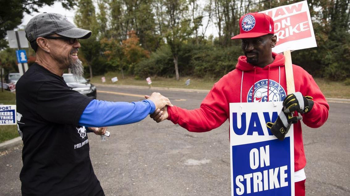 Toyota North America CEO Jim Lentz discusses the tentative agreement reached between General Motors and the United Automobile Workers as well as the strike's impact on GM's business.