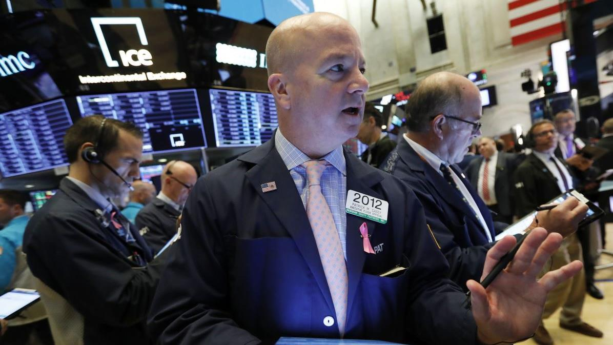 Nuveen chief equity strategist and senior portfolio manager Bob Doll on the White House reportedly looking to limit Chinese stock within the government pension fund and where to put your money in today's market.