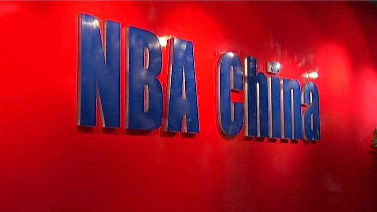While the NBA defends freedom of speech amid a fallout with China, FOX Business' Susan Li reports on China halting the broadcast of the league's preseason games.