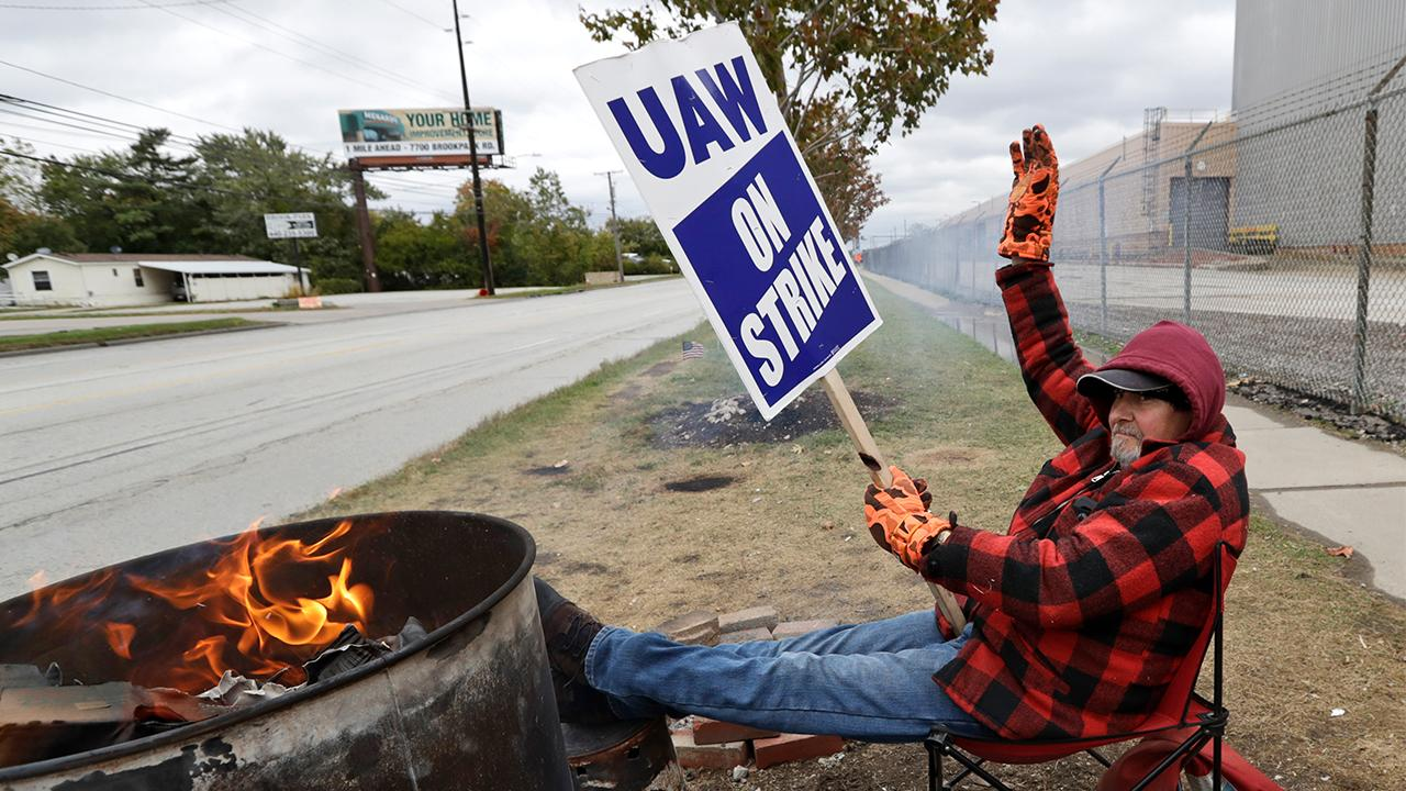 FOX Business' Grady Trimble reports the United Auto Workers strike against General Motors has ended after six weeks, with workers voting to approve a new contract.
