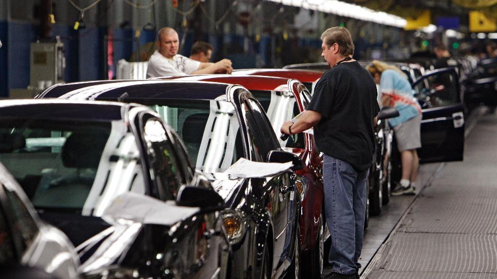 Former Chrysler CEO Bob Nardelli discusses the latest on the UAW strike and its impact on GM's bottom line.