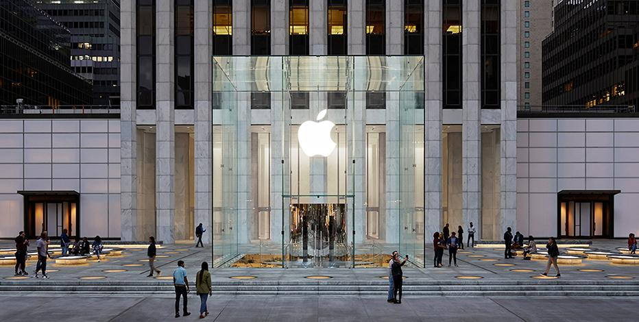 Tengler Wealth Management chief investment strategist Nancy Tengler and Farvahar Partners founder and CEO Omeed Malik discuss their outlook for Apple.