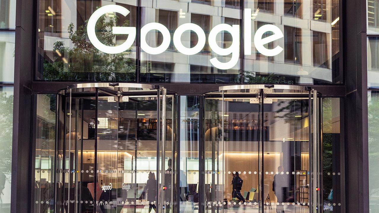 Kaltbaum Capital Management Gary Kaltbaum, Capitalist Pig founder Jonathan Hoenig, Barron's Senior Editor Jack Hough, 'Bulls & Bears' host David Asman, and Fox News columnist Liz Peek discuss the criticism Google is facing over a video leak.