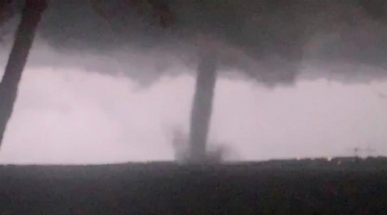 FOX Business' Maria Bartiromo discusses the heavy damage left in the wake of Dallas, Texas, tornado.