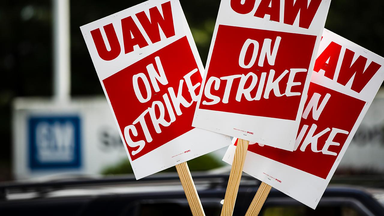 Former Ford Motors CEO Mark Fields discusses the end of the United Auto Workers' strike against General Motors and where the auto industry will go from here.