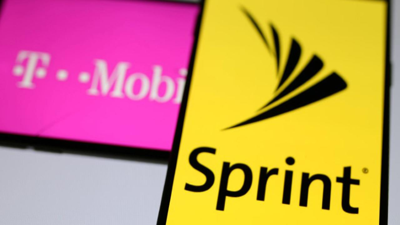 FOX Business' Charlie Gasparino discusses how five investors are predicting the reported repricing of a deal as Sprint's financials weaken.