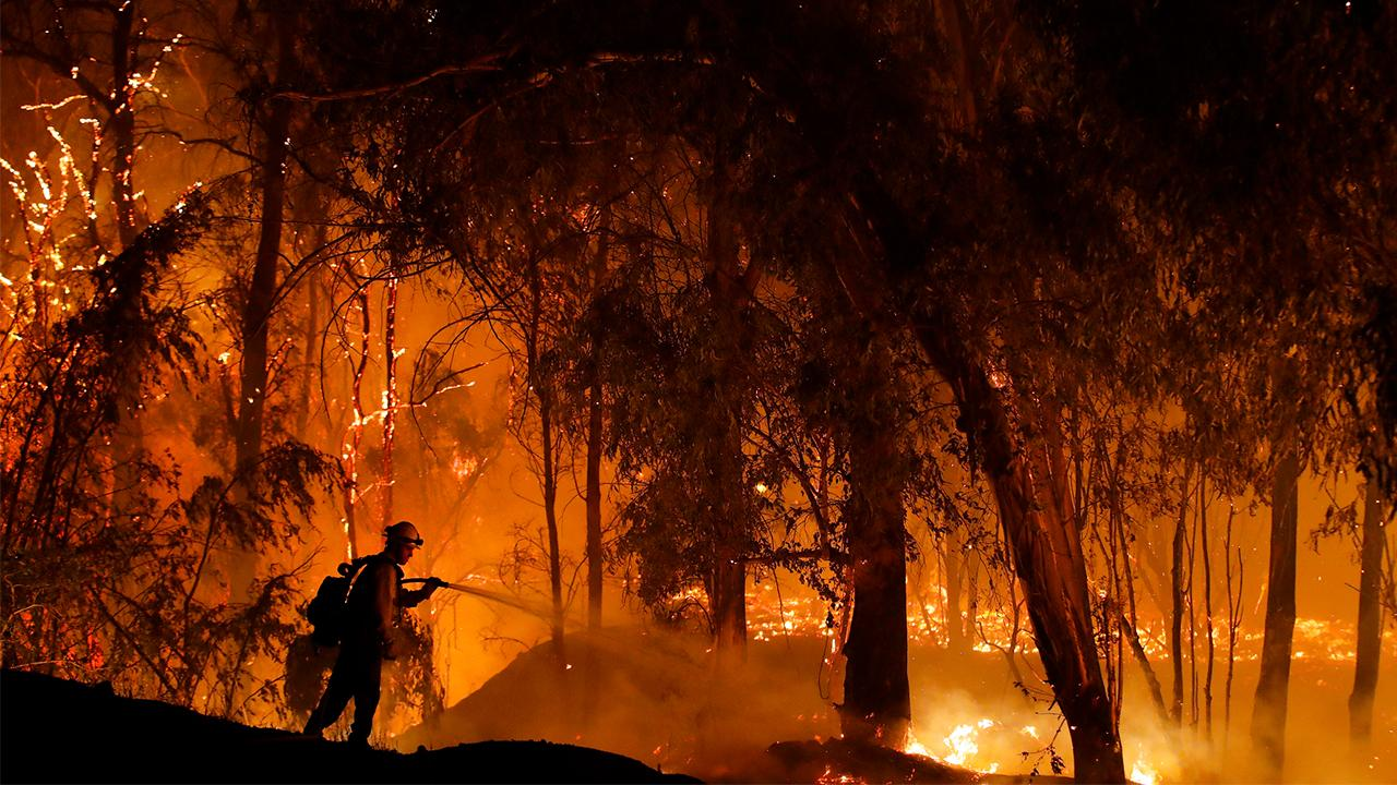 Former California Republican Party chairman Tom Del Beccaro discusses the more than 56,000 Californians without power and says the fires are hurting the California's economy.