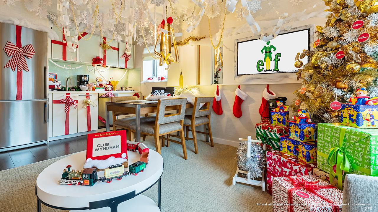 Wyndham Midtown hotel is getting in the Christmas spirit with an 'Elf'-themed hotel room. FOX Business' Cheryl Casone with more.
