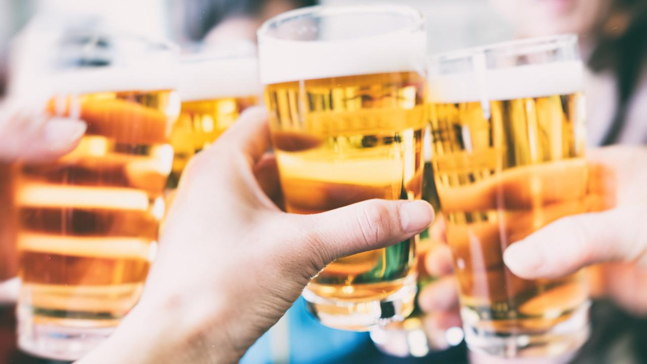 FOX Business' Gerri Willis talks about the craft beer obsession in America and international beer expert Stephen Beaumont discusses the movement for bigger breweries buying smaller operations.