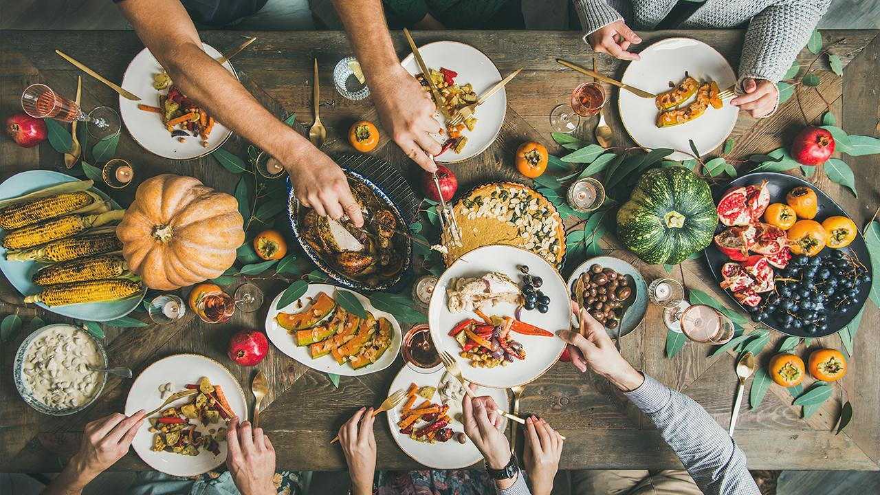 Fox News contributor and comedian Tom Shillue discusses why 'breaking tradition' on Thanksgiving relieves stress and anxiety.