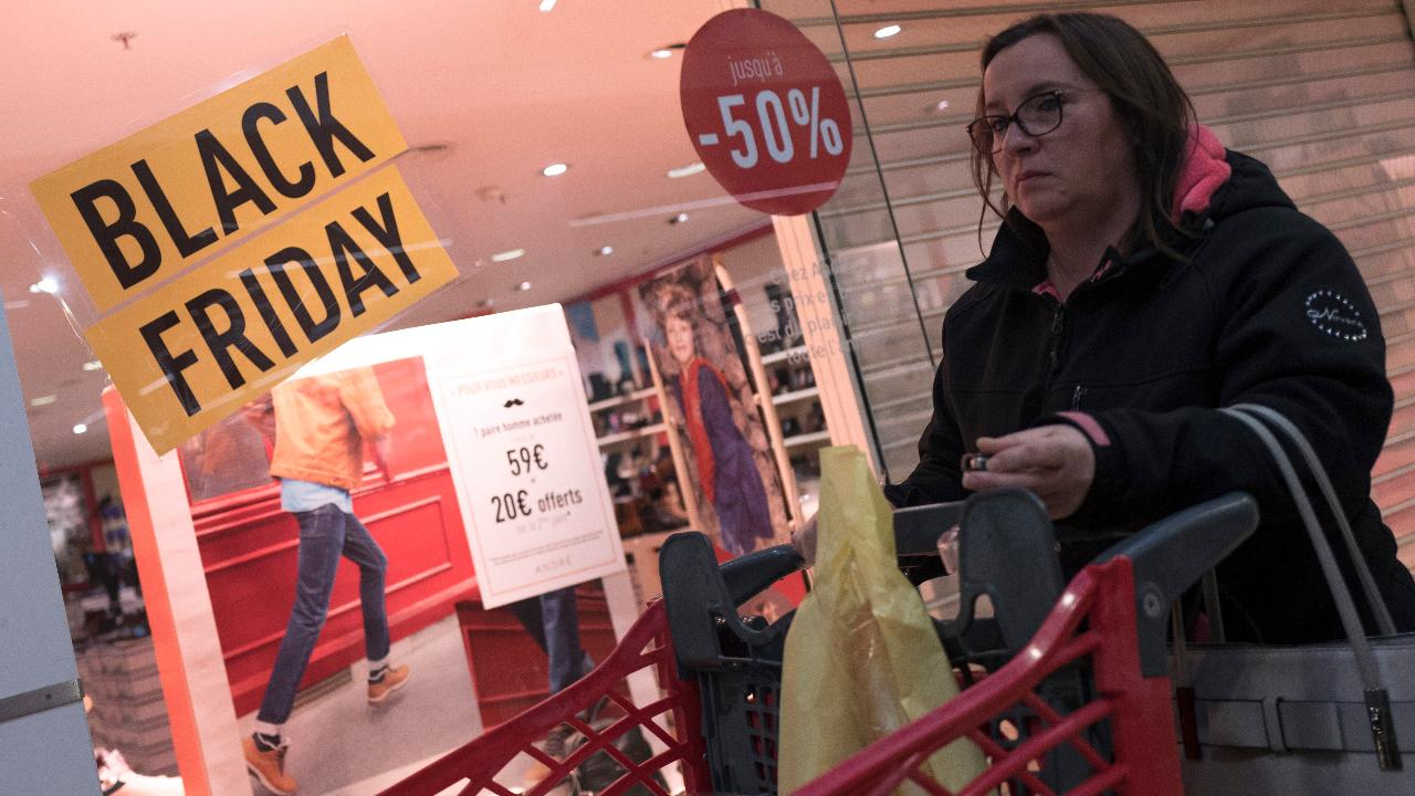 Black Friday shopping in Chicago is 'pretty quiet.' FOX Business' Grady Trimble with more.