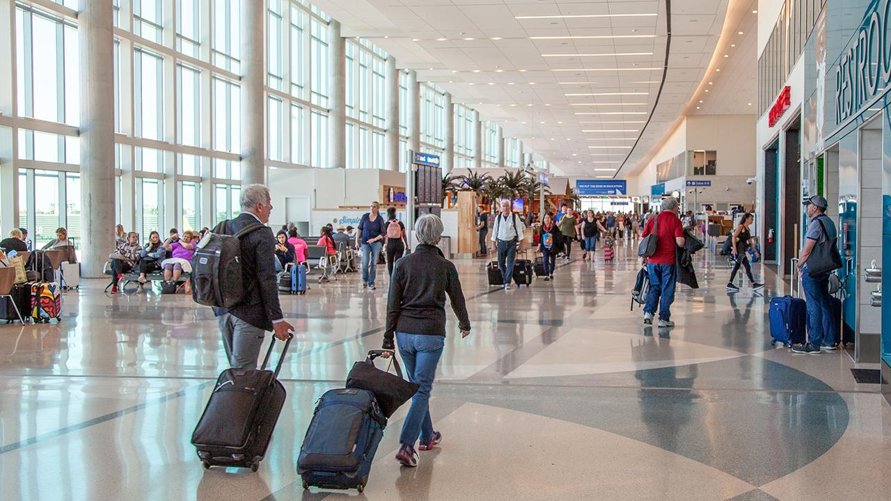 The best and worst airports in the U.S. are ranked for 2019 as travelers brace for Thanksgiving flights. FOX Business' Cheryl Casone with more.