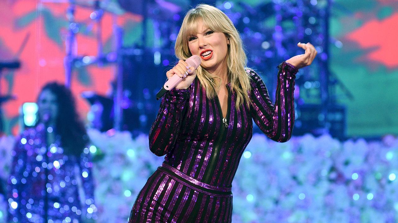 Panel on Frozen, Taylor Swift
