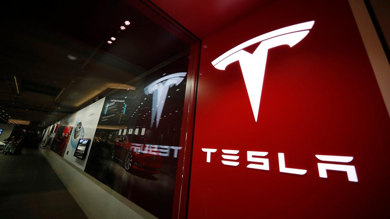 FoxNews.com automotive editor Gary Gastelu discusses Tesla's plan to unveil its electric pickup truck Thursday evening.