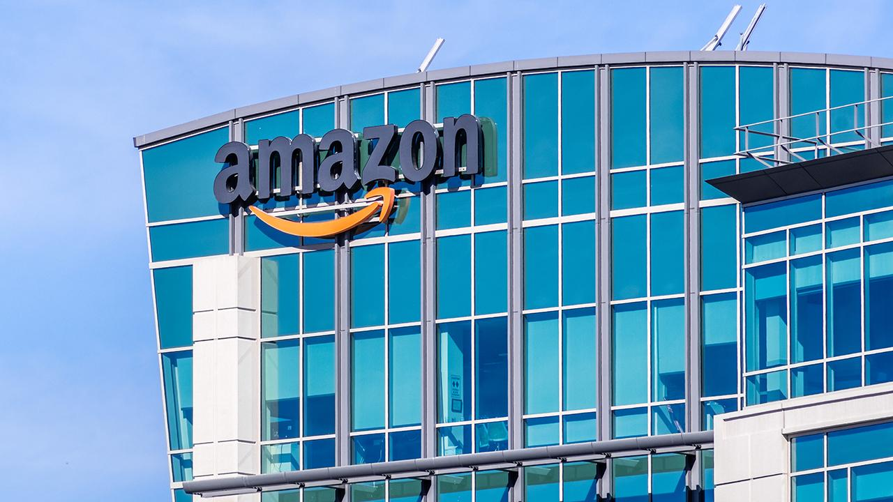 FOX Business' Deirdre Bolton discusses Amazon's plan to open a grocery store near Los Angeles, California. Bolton also explains the privacy concerns surrounding Google on collecting health information from millions of Americans.