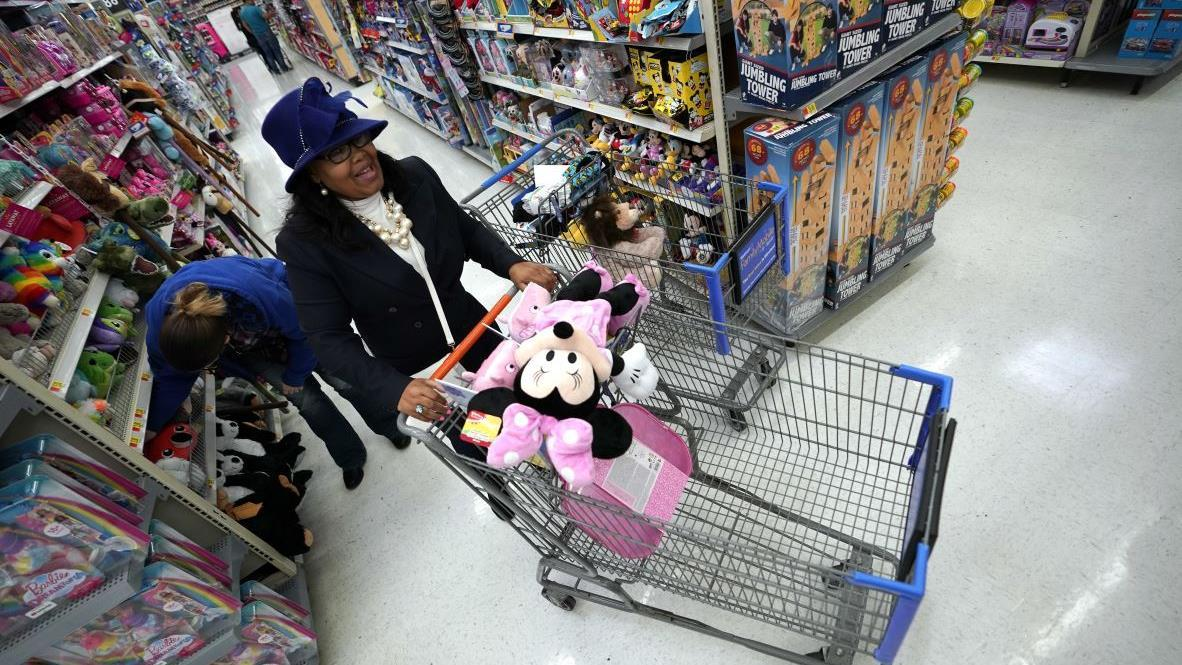 "Former Toys R Us CEO Gerald Storch discusses the ""spectacular Christmas"" lining up for retailers, the ""overstated"" impact of China tariffs on sales, and online retail growth."