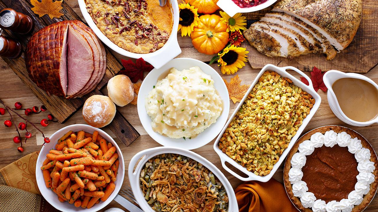 What are the holiday must-haves on the Thanksgiving Day dinner table?