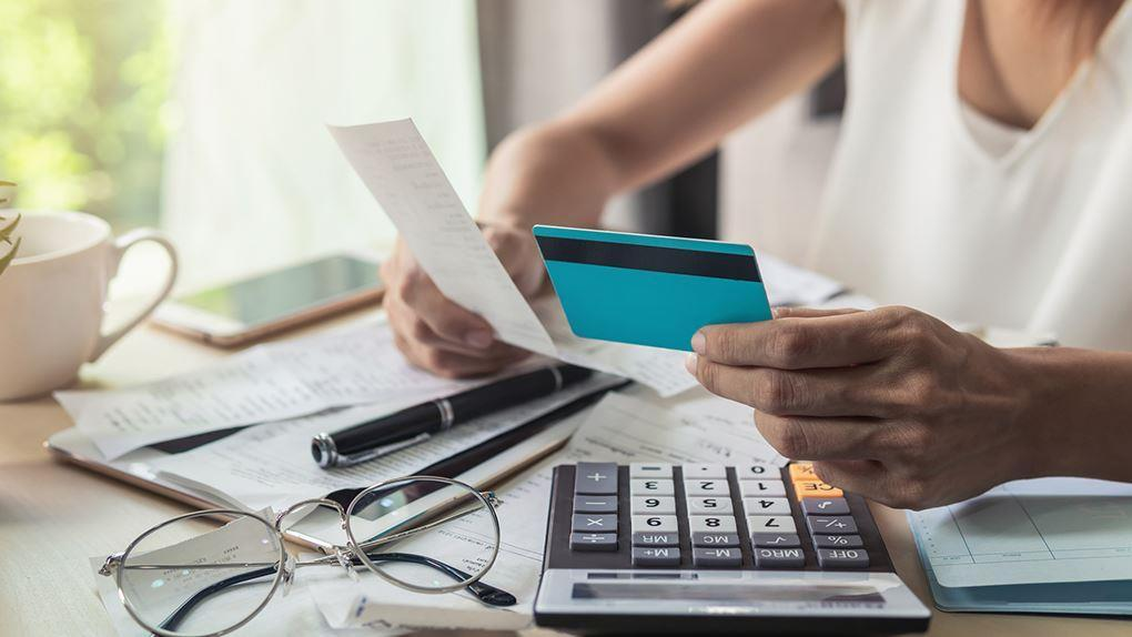 Affirm CEO and PayPal co-founder Max Levchin discusses reports of consumers shying away from credit card use this shopping season, how Affirm works as a method of payment, and his embrace of capitalism after growing up under a socialist regime.