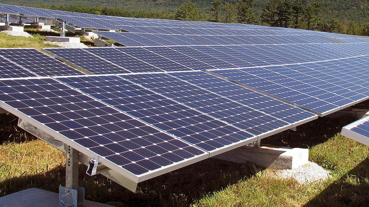 SunPower Technologies' Tom Werner and Jeff Waters join FOX Business to discuss spinning off their solar panels division into a separate, publicly traded company, called Maxeon Solar Technologies.