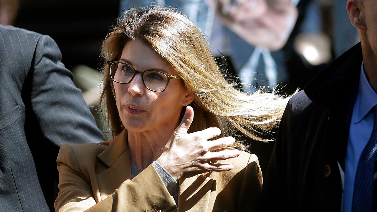 Fox News senior judicial analyst Judge Andrew Napolitano weighs in on Lori Loughlin's upcoming arraignment.
