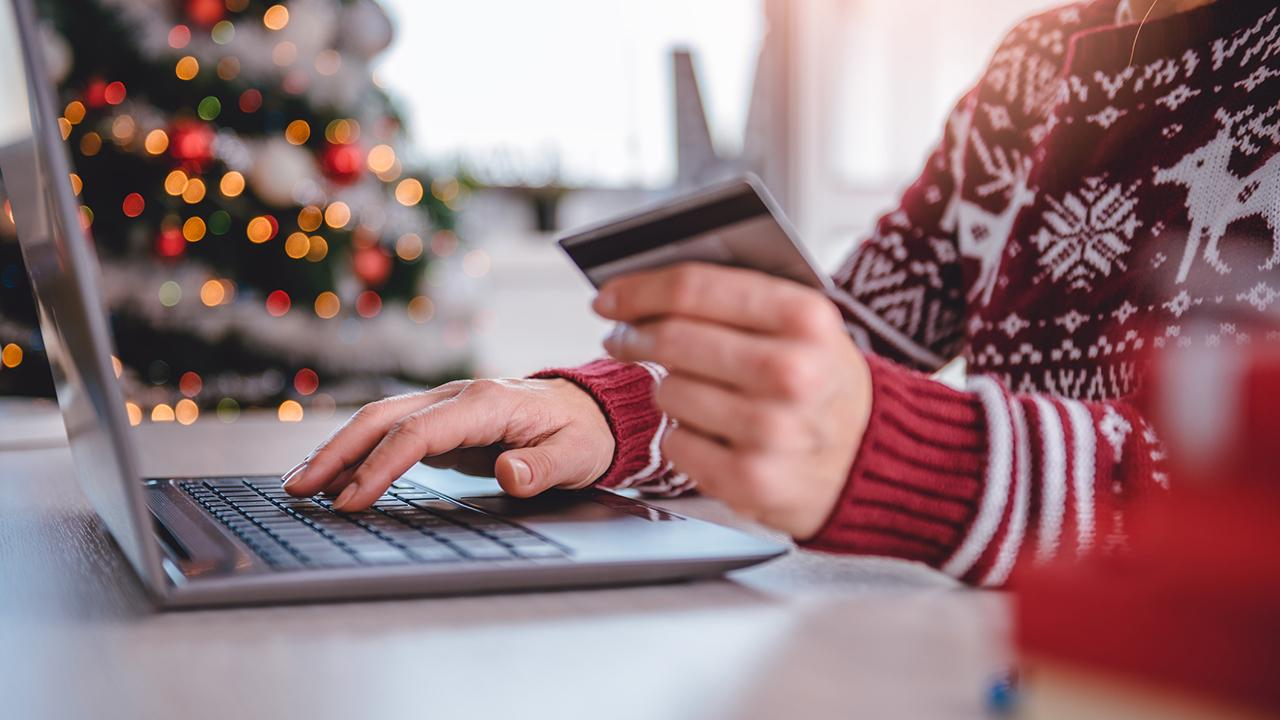 CompareCards chief industry analyst Matt Schulz shares tricks to using credit cards to your advantage during the holiday season.