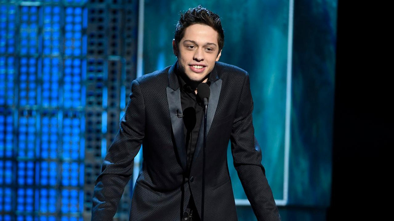 Fans will be hit with $1 million fine for disclosing any information about comedian Pete Davidson's stand-up. Radio host Mike Gunzelman with more.