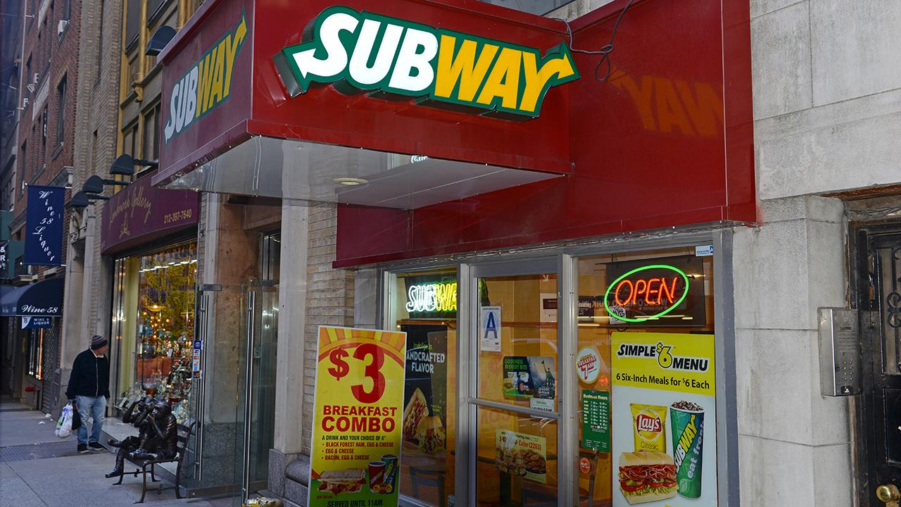 Franchisees are concerned after  Subway's new CEO John Chidsey reportedly slashed prices. FBN's Lauren Simonetti with more.