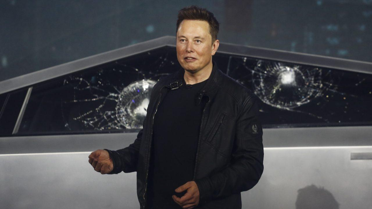 FOX Business' Charlie Gasparino discusses Tesla's need to reportedly raise capital in the near future and Elon Musk's performance as CEO of Telsa.
