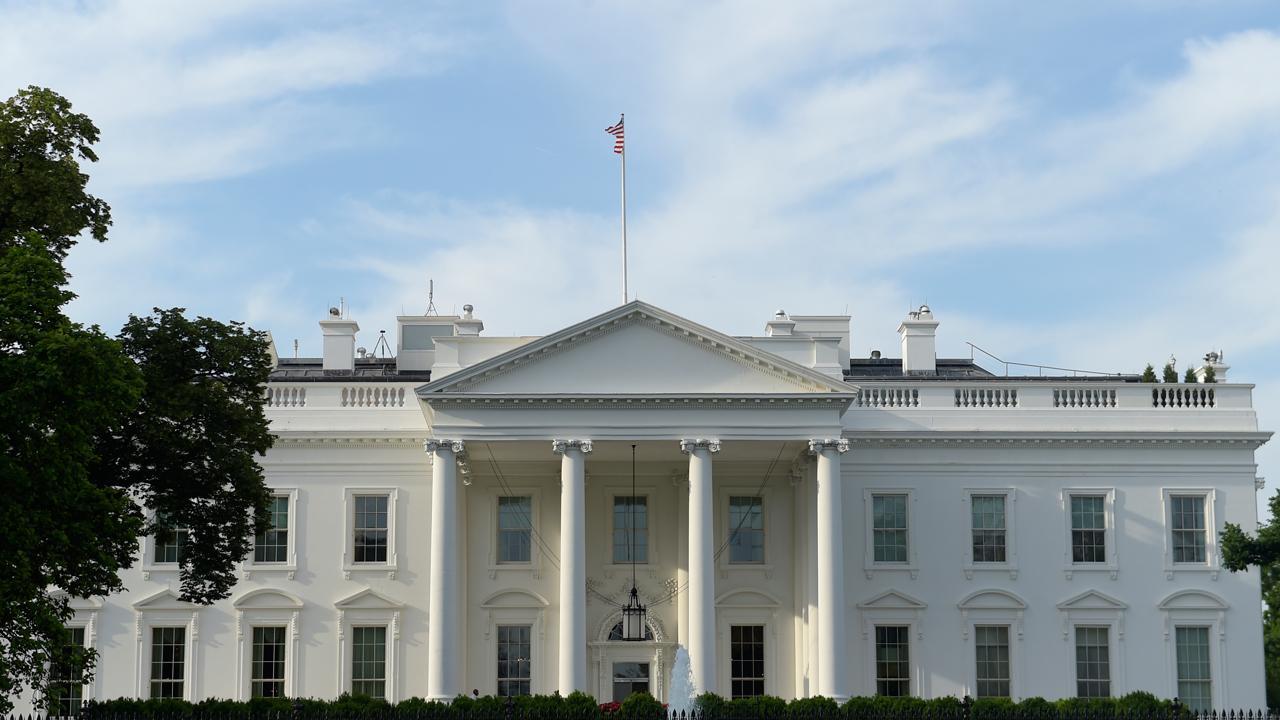 Former Trump senior economic adviser Steve Moore and former investment banker Carol Roth discuss government spending and U.S. debt.