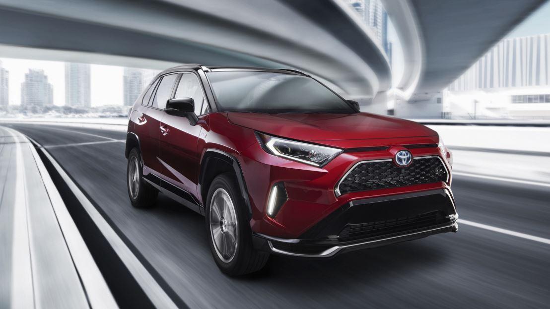 Fox News' Gary Gastelu explains why the Toyota Rav-4 hybrid is the best-selling car in America.