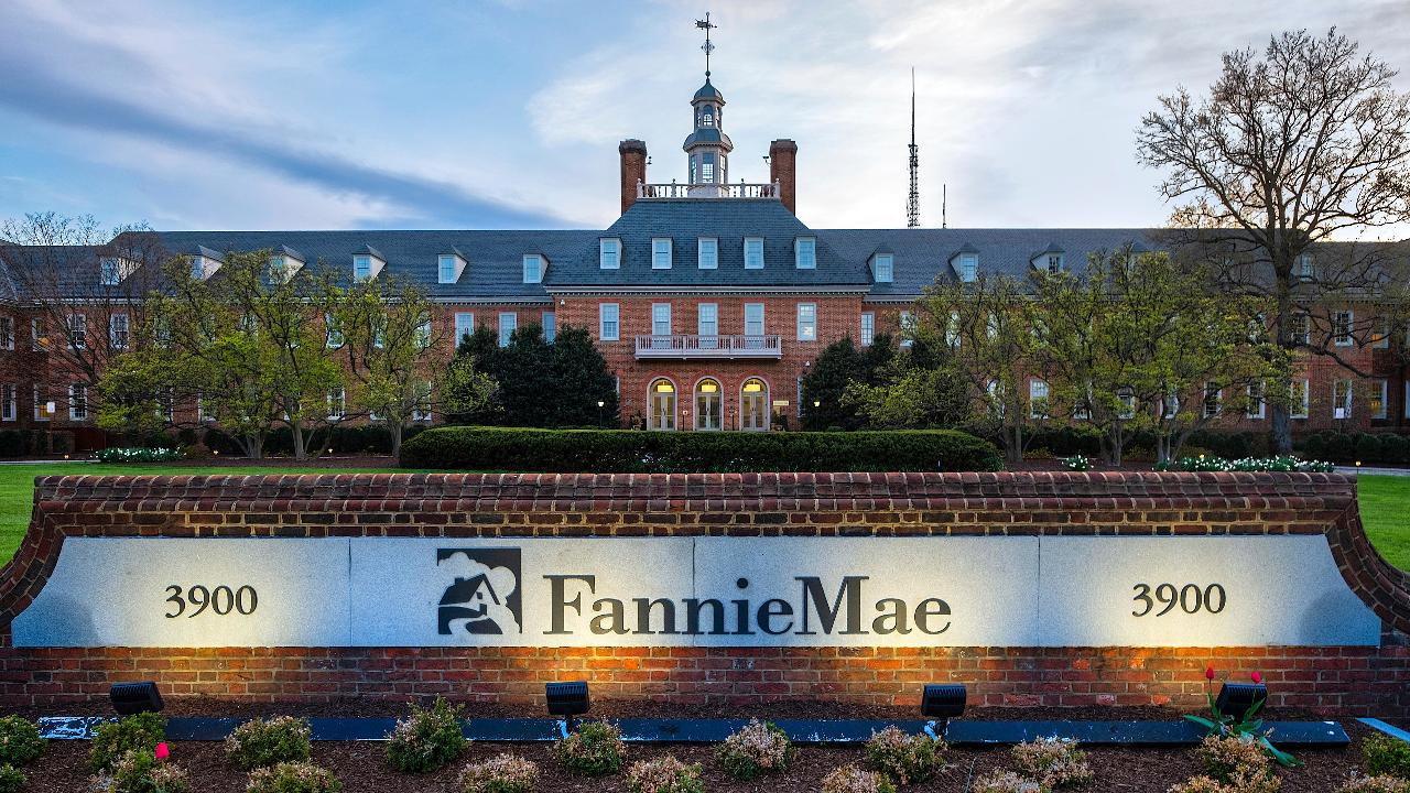 FOX Business' Charlie Gasparino shares his source's insight on the Fannie Mae, Freddie Mac IPO.
